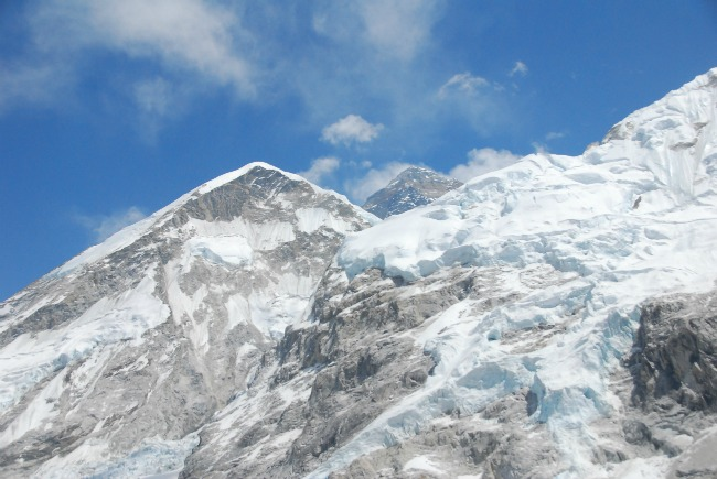peak of Everest in the middle